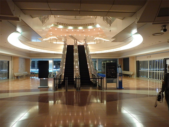 羽田空港第2旅客ターミナルビル照明更新工事(リングライト)